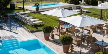 Gartenanlage mit Pools im Hotel Theresa