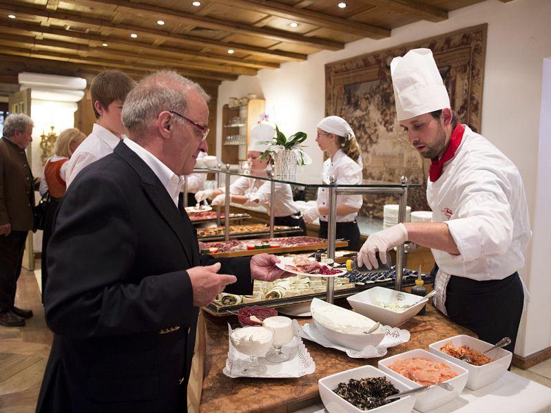 Kulinarischer Genuss bei der 50 Jahr Feier im Hotel Theresa in Zell