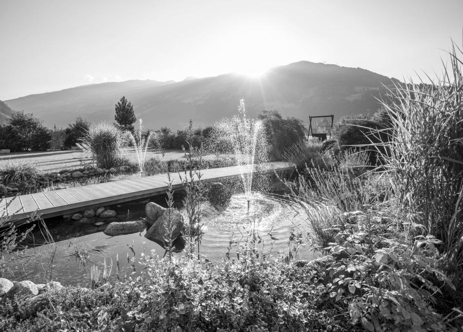 Erholungsurlaub im Garten mit Pools