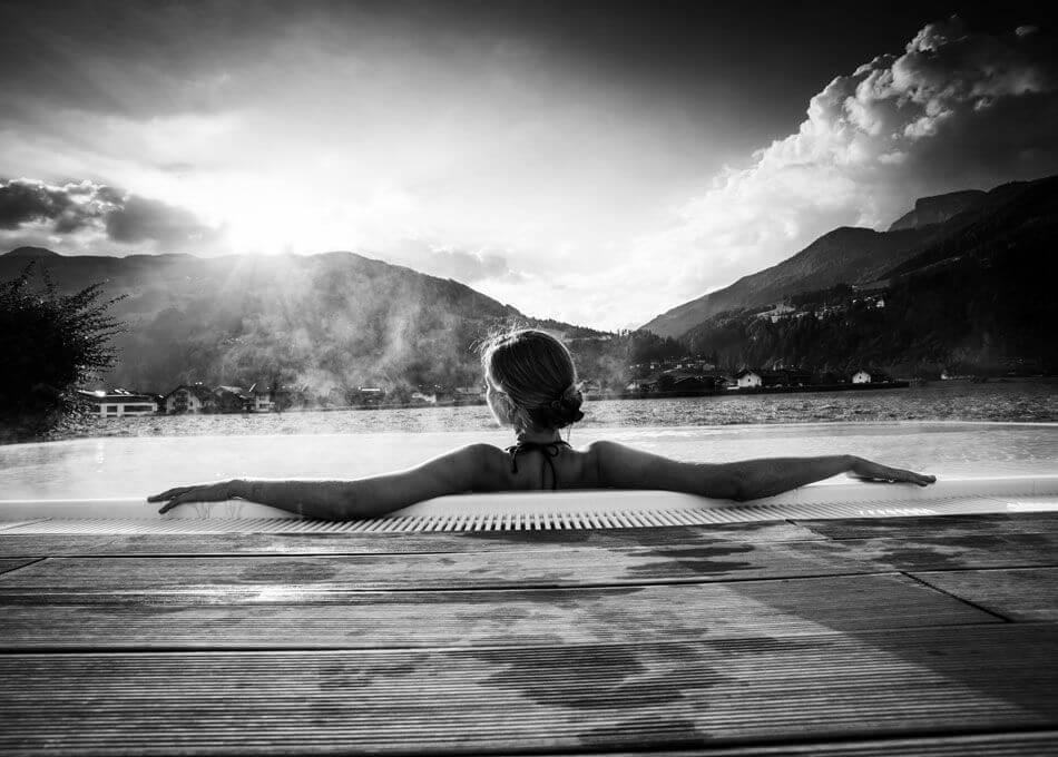 Beheizter Pool mit Panorama-Blick in die Zillertaler Berge